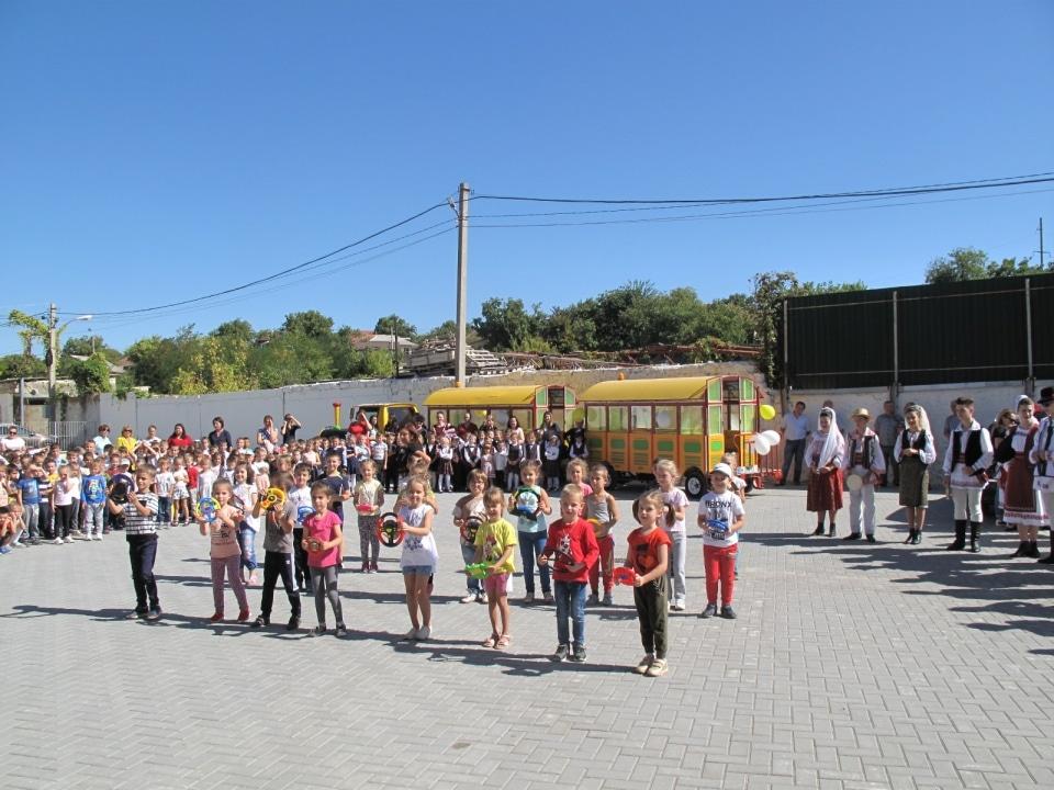 Momente artistice  cu grădinițele din localitatea Ialoveni